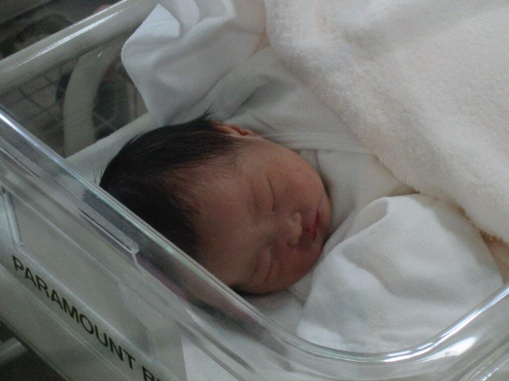 産まれたての赤ちゃん