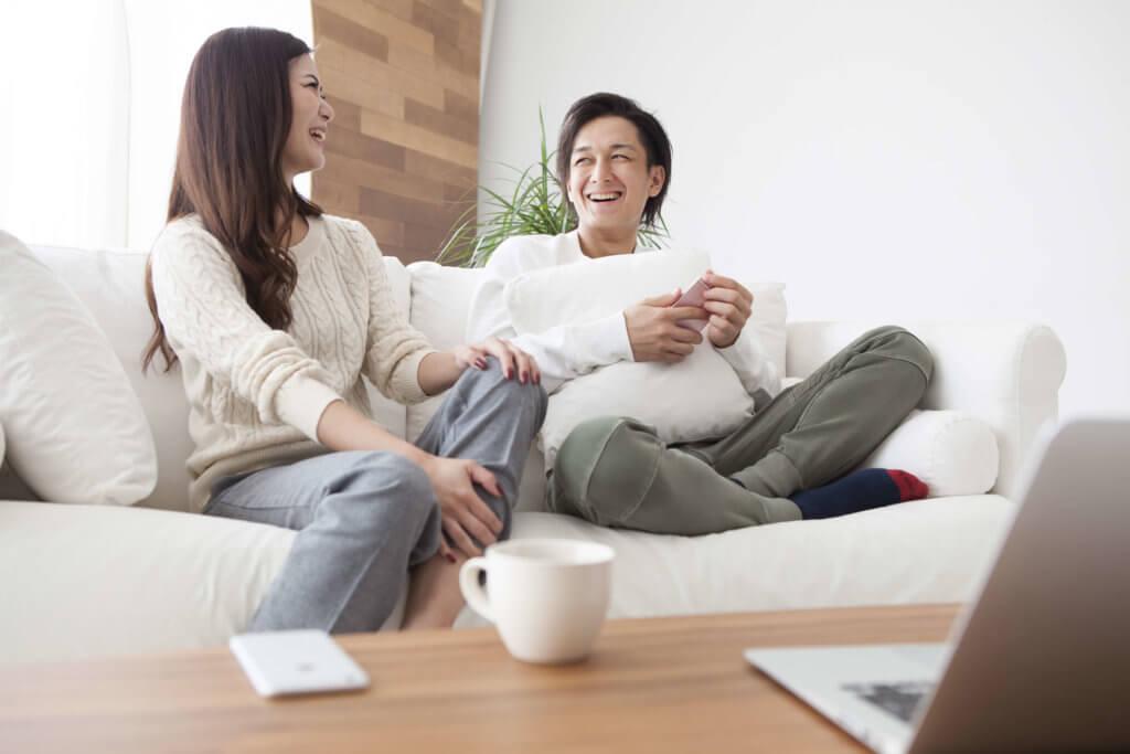 夫婦で仲良く語り合う